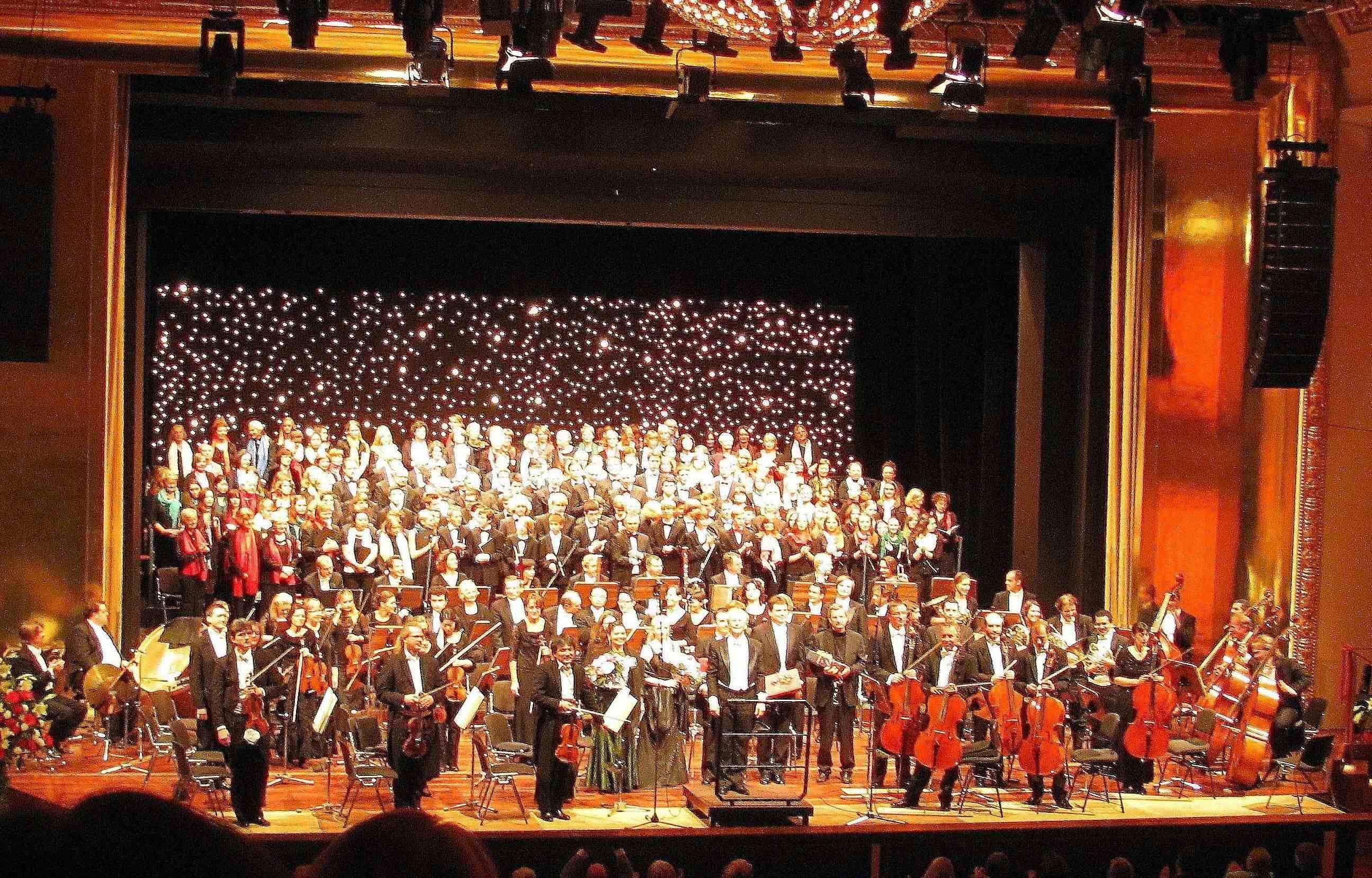 musik_chor_auftritt mit orchester