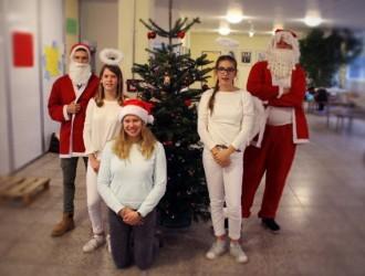 Adventlicher Besuch kam in die Klassen - DBG-Schülermitverantwortung bestellte den Nikolaus ins Schulhaus