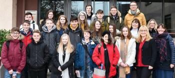 Wird aus der Schulpartnerschaft bald eine Städtepartnerschaft? - Empfang für englische Austauschschüler im Rathaus / Bürgermeisterin stand Rede und Antwort