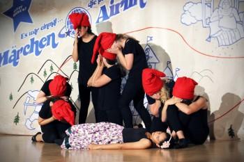 """Was tun, wenn """"Schneewittchen"""" hässlich ist?  - Aufführung der Unterstufen-Theater-AG im DBG war großer Erfolg"""