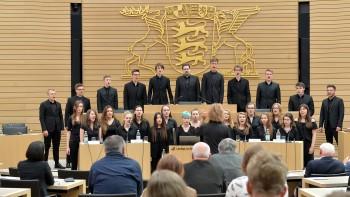"""Gänsehaut bei Europa-Hymne - Der DBG-Kammerchor """"Young Vocals"""" war zu Gast im Landtag"""