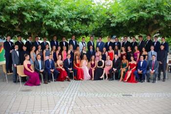 """Ein """"krönender Abschluss"""" nach zwölf Jahren Schulzeit - Abiturienten des DBG feierten ihren Schulabschluss in der Rudolf-Wild-Halle"""