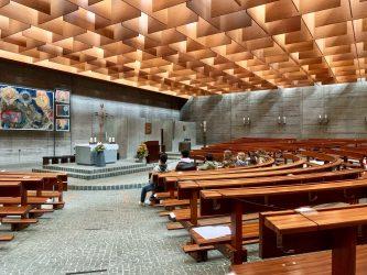 Exkursion des Leistungskurses Bildende Kunst zur katholischen St.-Paul-Kirche in HD-Boxberg